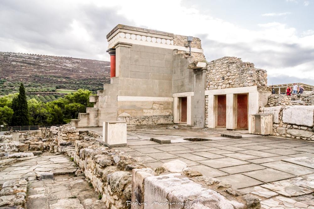 День Люди События. 23 марта. На Крите обнаружили остатки легендарного Лабиринта — дворца Минотавра