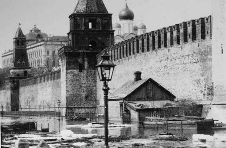 День Люди События. 23 апреля.В Москве началось одно из самых больших наводнений в истории города