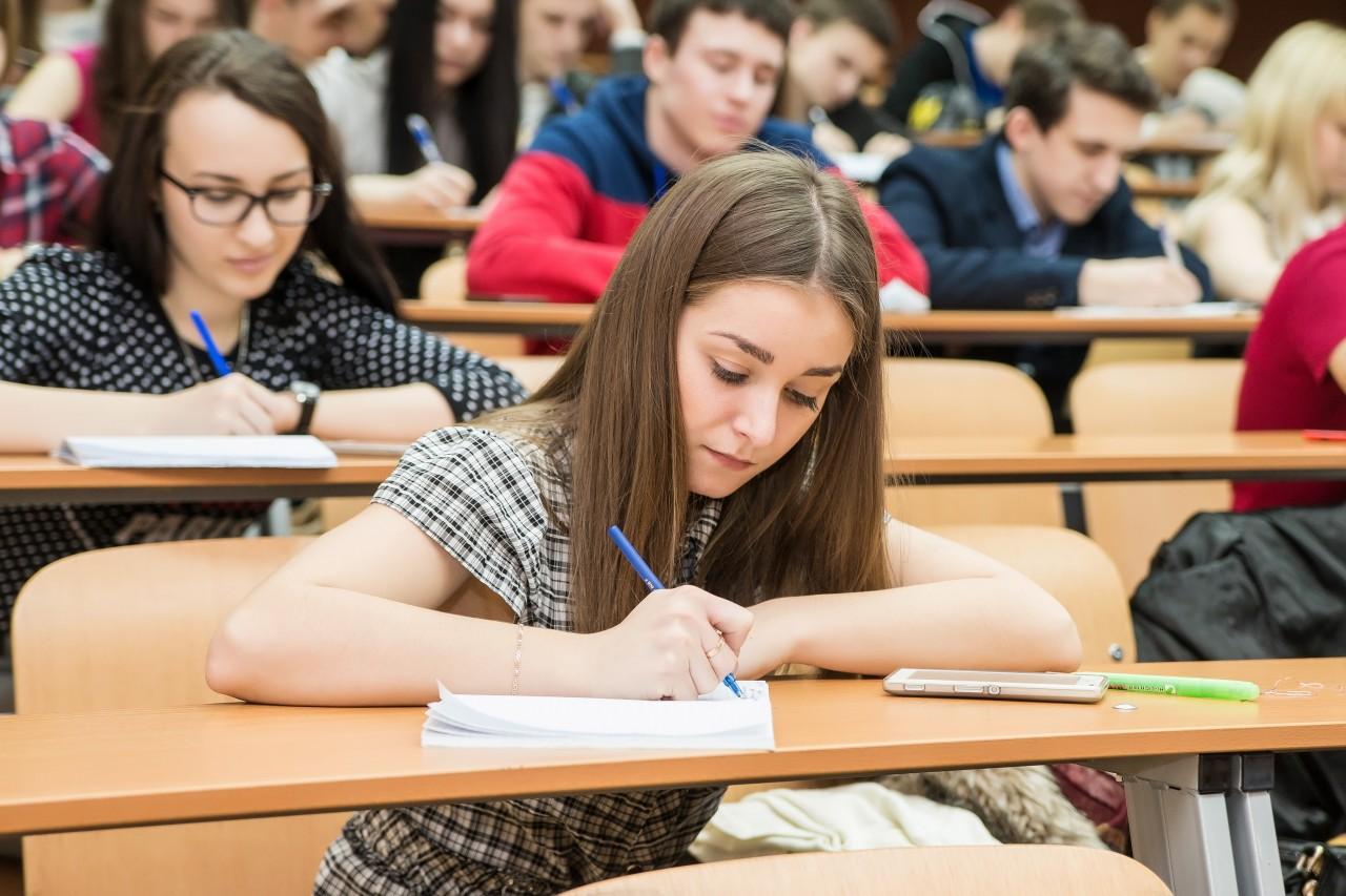 Если разбомбить образование, это станет травмой для страны минимум на двадцать лет, а для человека – на всю оставшуюся жизнь.